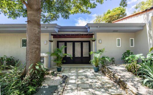 CASA PRIMO-Luxury Home in Beachfront Gated Community